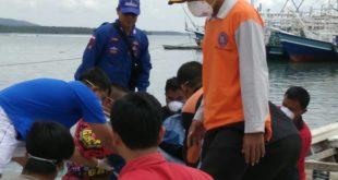 Evakuasi Korban diatas Kapal Ikan