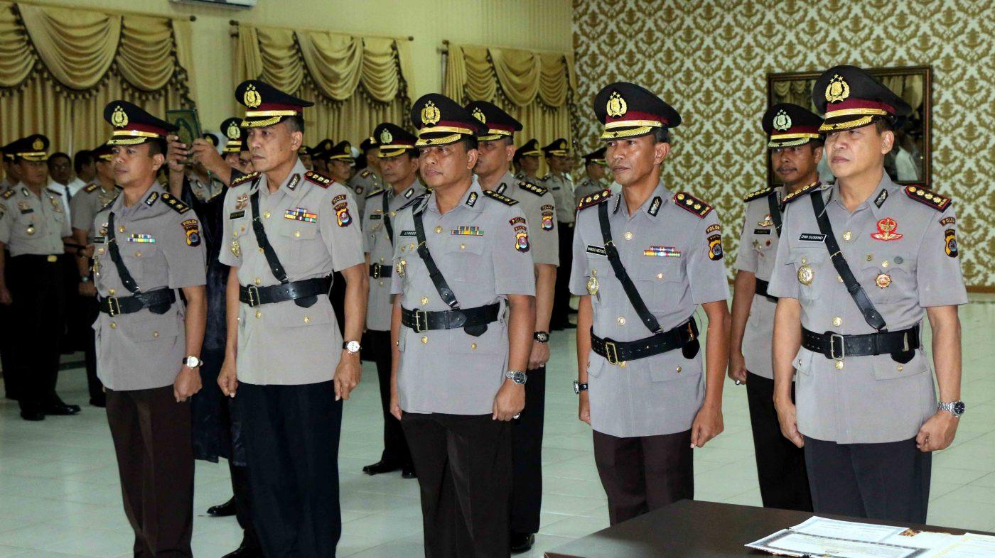 Pengucapan Sumpah Jabatan oelh enam Pejabat baru Polda Banten di Aula Mapolda Banten, Senin (05/12/2016).