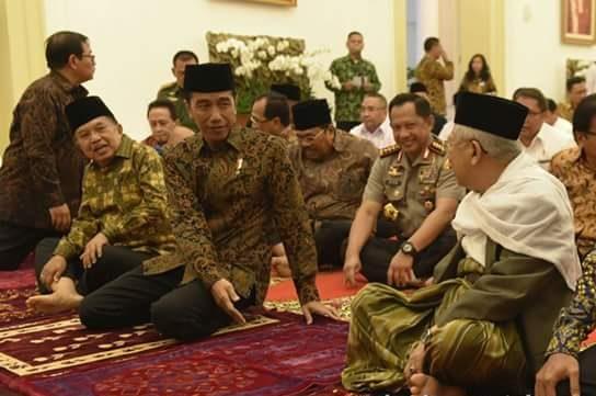 presiden-joko-widodo-buka-puasa-bersama-para-menteri