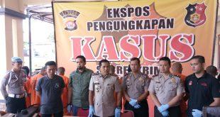 Kapolres Serang AKBP Wibowo, S.I.K, M.Hum (tengah), menggelar Ekspose pengungkapan kasus Pembunuhan.