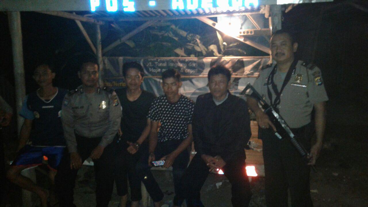 Personil Polsek Jawilan melaksanakan Patroli malam sambil memberikan Himbauan Kamtibmas kepada masyarakat